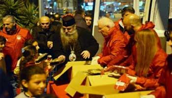 «Πρόσφυγας» απαίτησε από τον Μητροπολίτη Πειραιώς να βγάλει τον Σταυρό