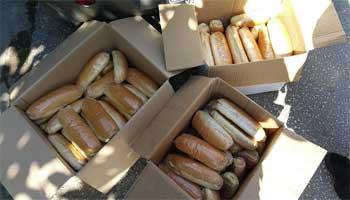 Δείτε πως φέρθηκαν πρόσφυγες σε πολίτη που πήγε να τους δώσει σάντουιτς